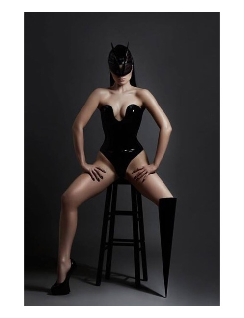 Viktoria Modesta wears the Spike leg.. Photo by Ewelina Stechnij. Source: The Alternative Limb Project.
